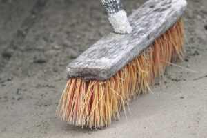 Wyspecjalizowana firma szybko usunie pozostałości remontu: pył, gruz, resztki farby